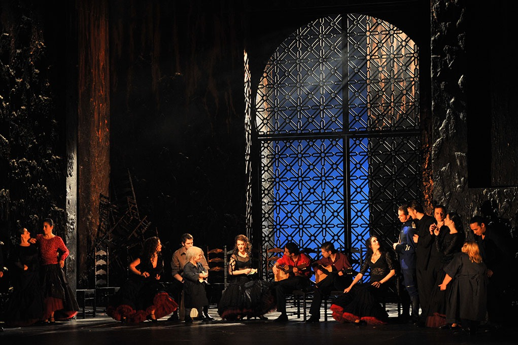 Peter Gatzweiler spielt in der Oper Carmen